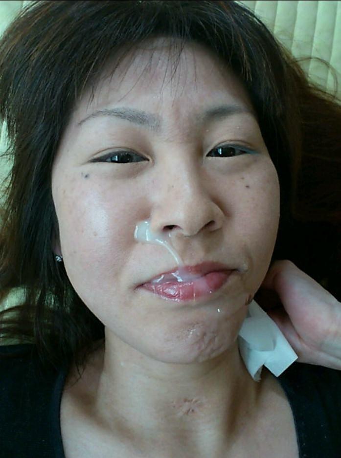不本意だけど彼氏のためなら・・・彼女の顔に臭いザーメン大量顔射www 17560
