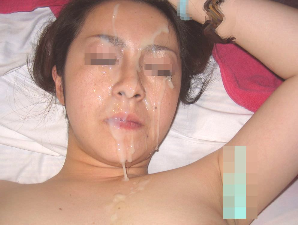 不本意だけど彼氏のためなら・・・彼女の顔に臭いザーメン大量顔射www 17572