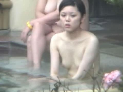 露天風呂の女湯を隠し撮りwww素人娘の若いおっぱい撮れまくりwww 17591