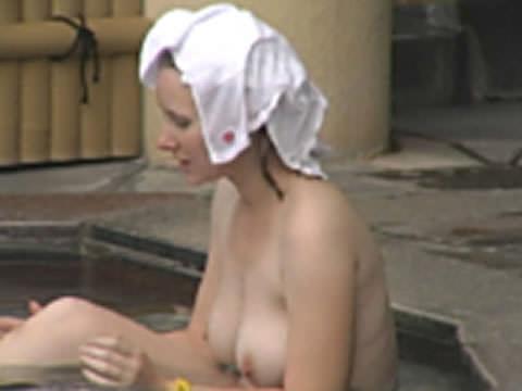露天風呂の女湯を隠し撮りwww素人娘の若いおっぱい撮れまくりwww 17594