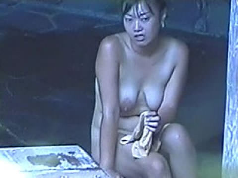 露天風呂の女湯を隠し撮りwww素人娘の若いおっぱい撮れまくりwww 17604