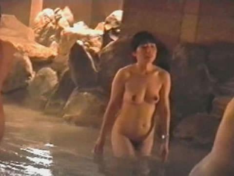 露天風呂の女湯を隠し撮りwww素人娘の若いおっぱい撮れまくりwww 17606