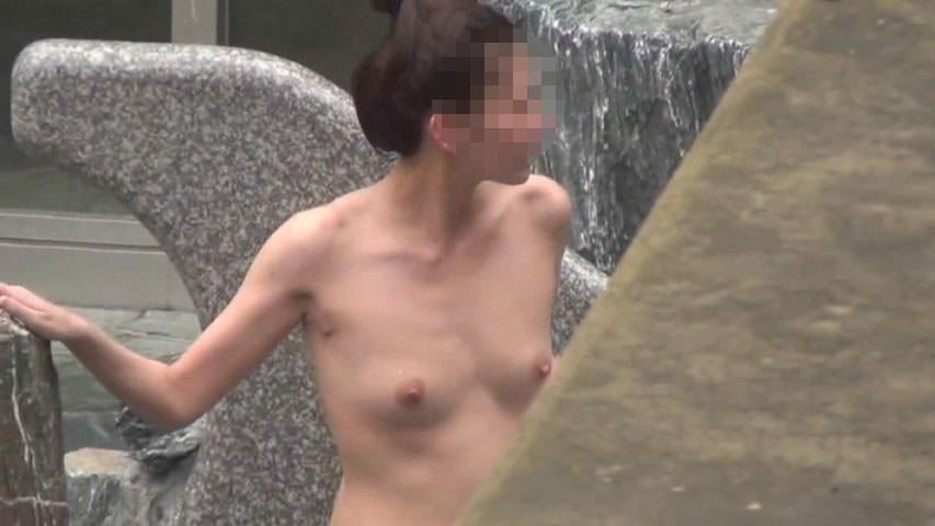 露天風呂の女湯を隠し撮りwww素人娘の若いおっぱい撮れまくりwww 17607