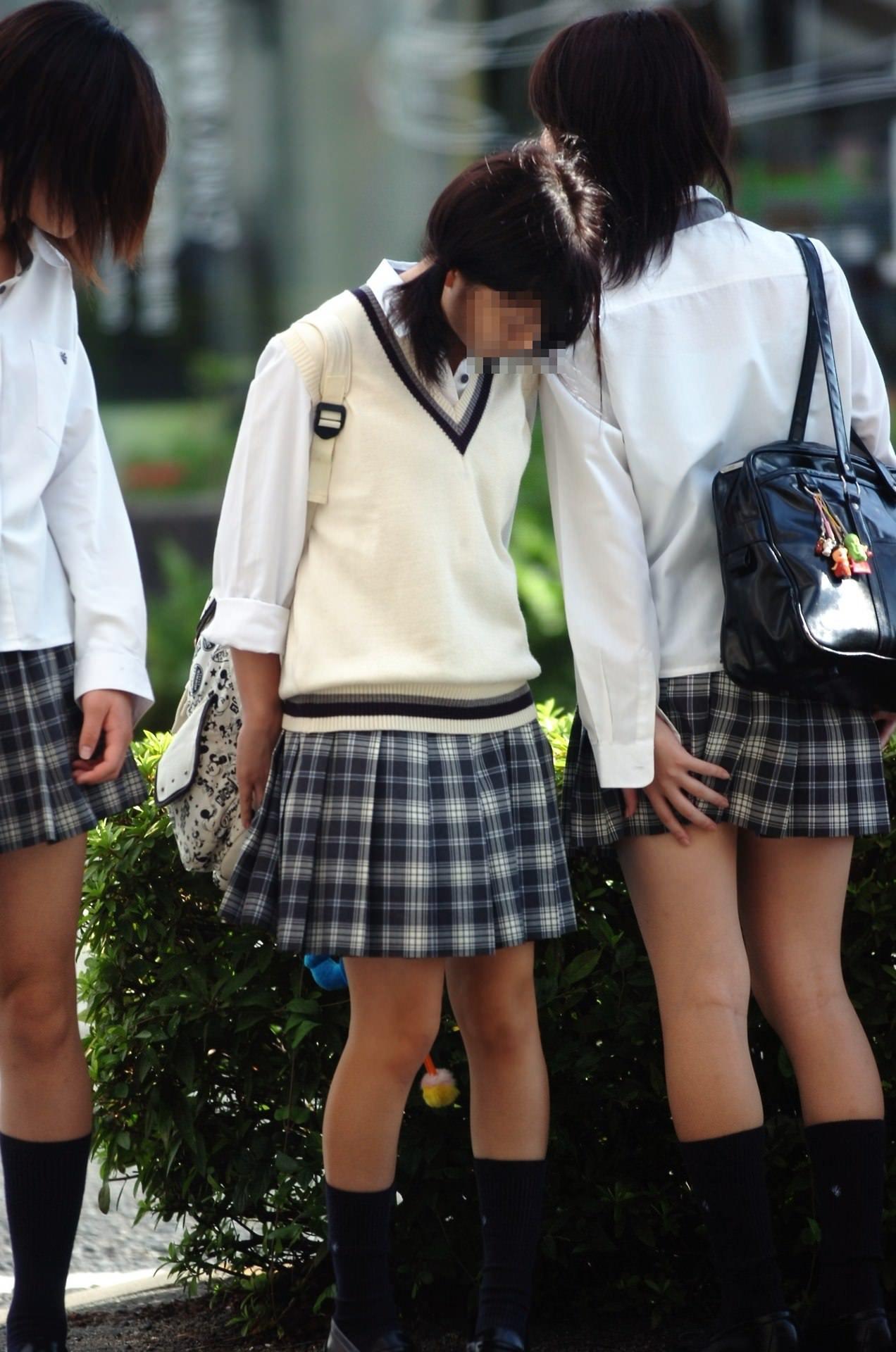 制服JKの日常風景だけでもムラムラするぞぉーwww街撮り画像だぁーwww 1EyYS1H