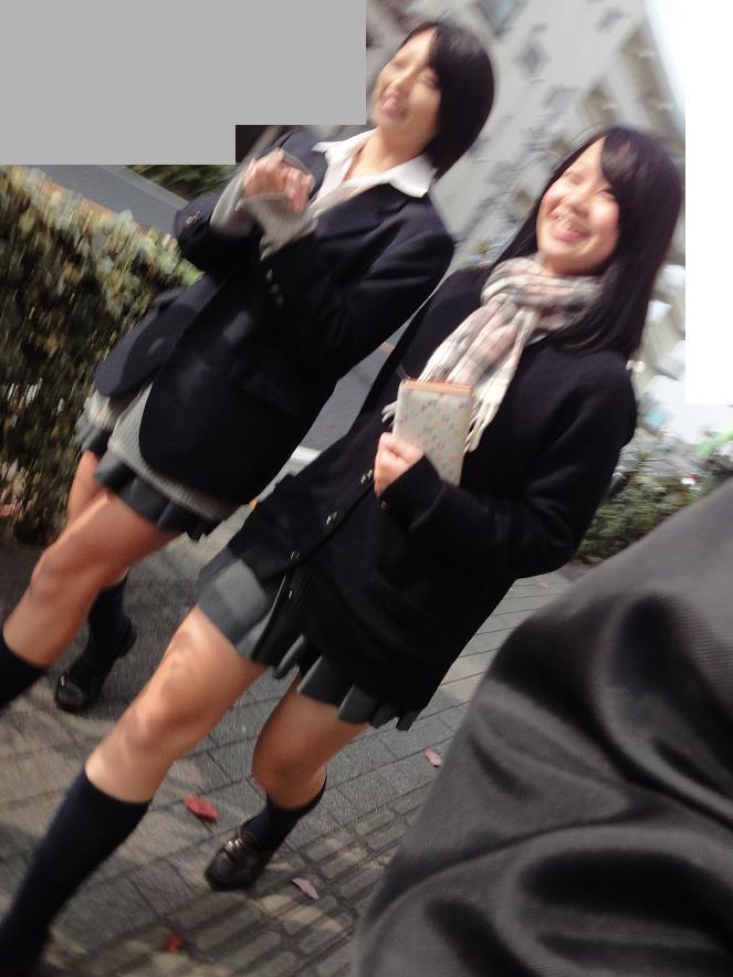 こんなJK達と手を繋いで通学する青春を送りたかった陰キャの妄想街撮り画像wwwwwwww 1Ylij4p