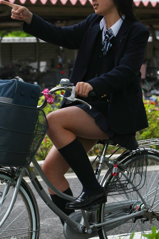 こんなJK達と手を繋いで通学する青春を送りたかった陰キャの妄想街撮り画像wwwwwwww 3cV1Am8