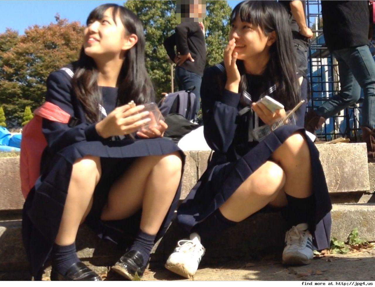 こんなJK達と手を繋いで通学する青春を送りたかった陰キャの妄想街撮り画像wwwwwwww AvdJUeH