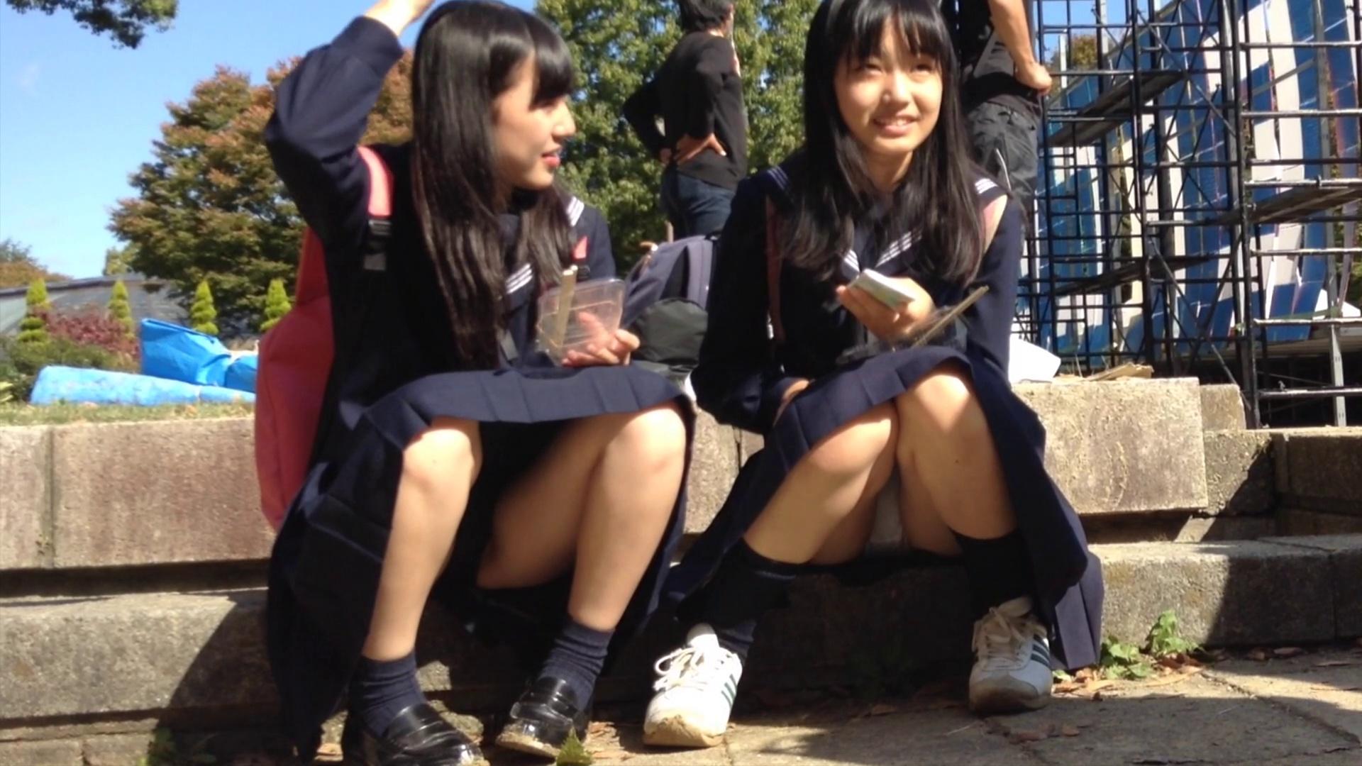 こんなJK達と手を繋いで通学する青春を送りたかった陰キャの妄想街撮り画像wwwwwwww Fj2dV0S