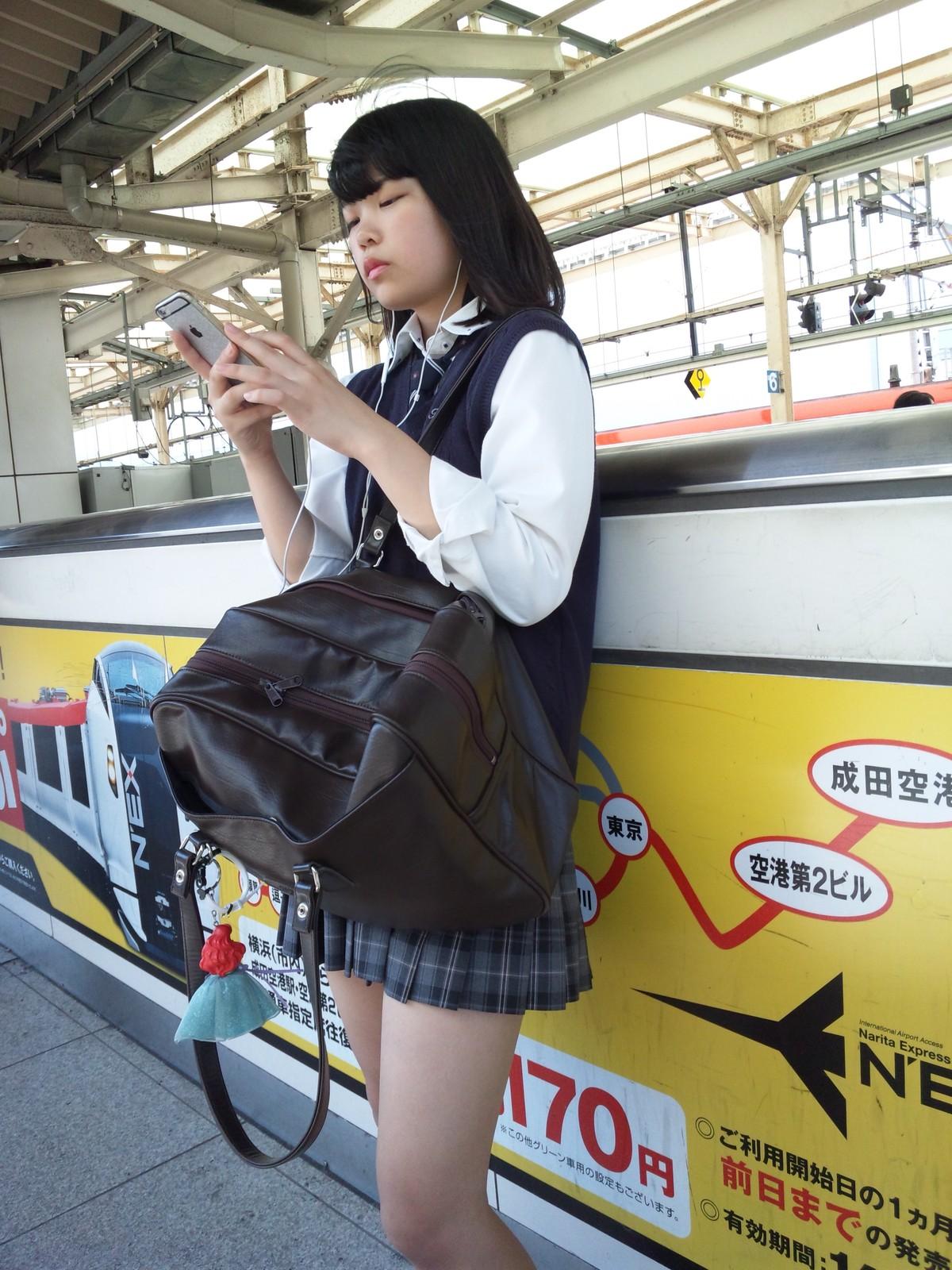 同じ女子高生をバレずに執拗に数枚撮り続けるwwwwwwwww MH6JCpj