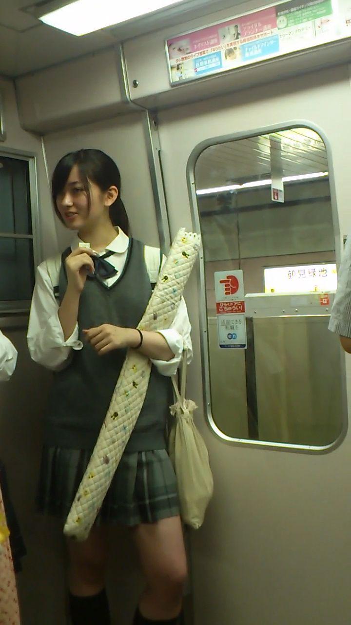 電車で見つけたエロ可愛いjkガチ盗撮wwwwwwww 素人