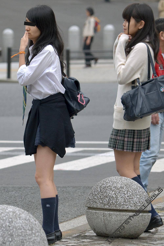 同じ女子高生をバレずに執拗に数枚撮り続けるwwwwwwwww d5Y3Rl6