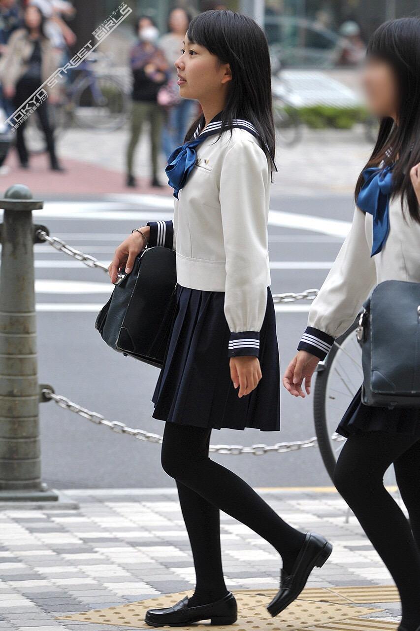 こんなJK達と手を繋いで通学する青春を送りたかった陰キャの妄想街撮り画像wwwwwwww dx6Lv6X