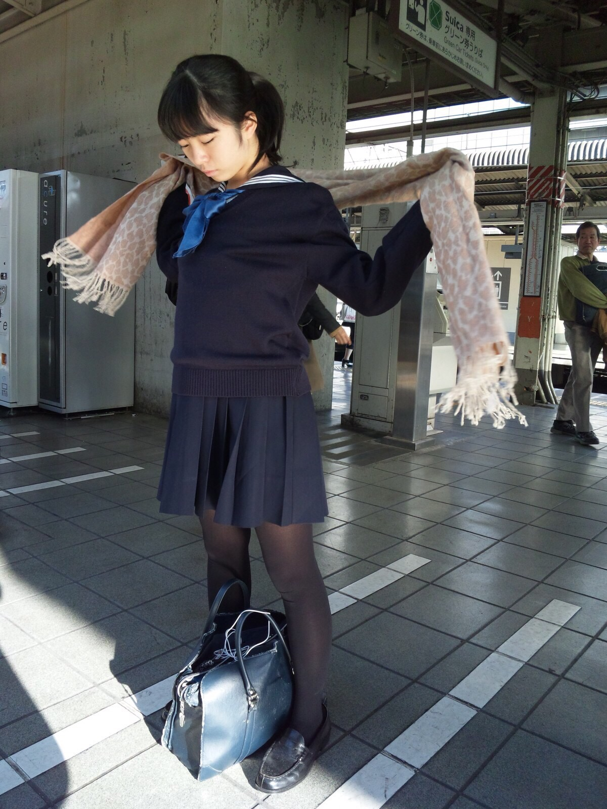 こんなJK達と手を繋いで通学する青春を送りたかった陰キャの妄想街撮り画像wwwwwwww ePfTQta