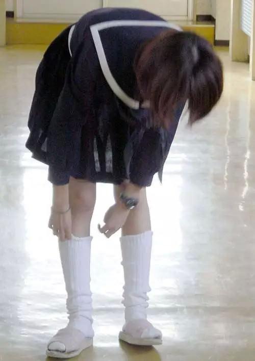 女子高生のおパンチュ画像にもっこりニッコリwwwwwwwww orFkG97