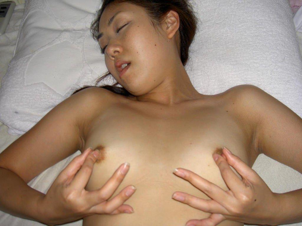 素人娘のガチセックス!!!生ハメ撮りされて興奮マックスのエロい彼女さんwwwwww 0402