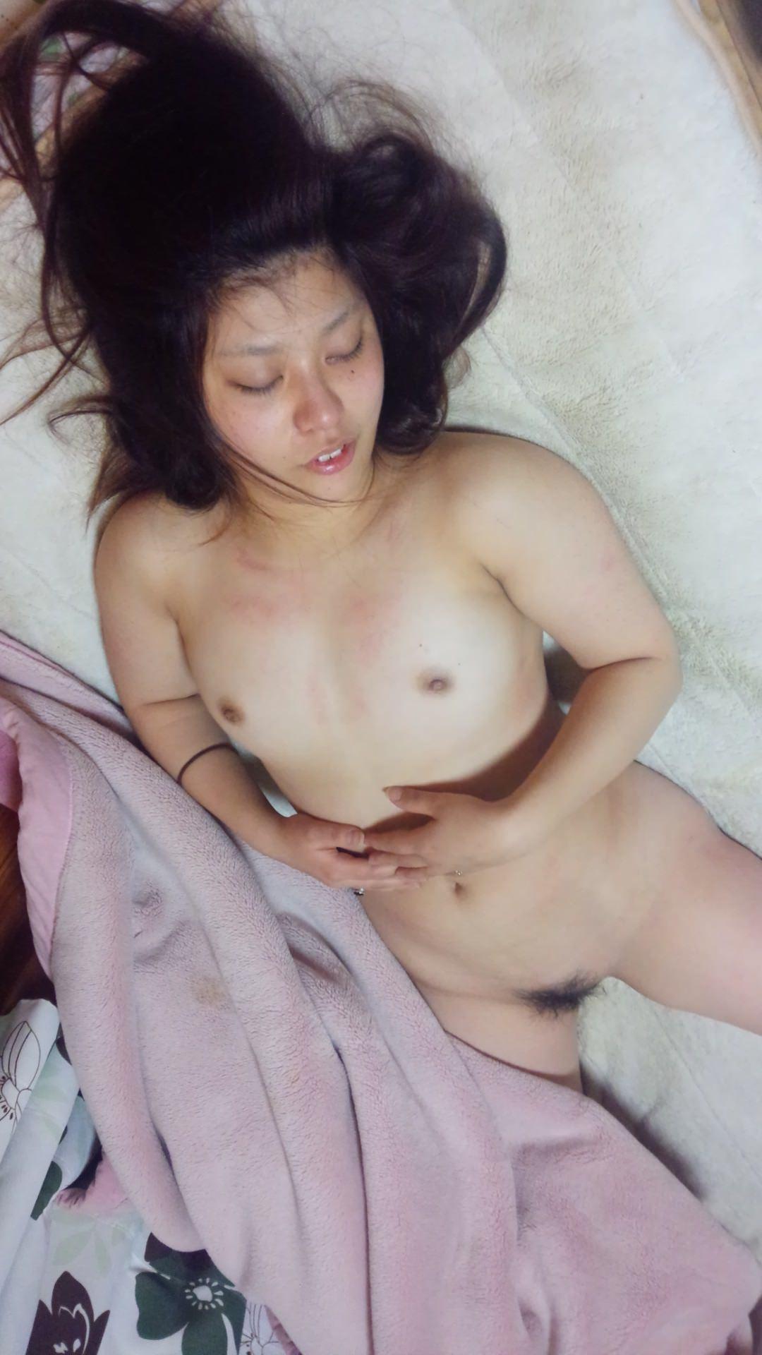 イキ過ぎてセックス直後に賢者で寝てる彼女のスケべヌードwwwおまんこおっぱい丸出しwww 0454