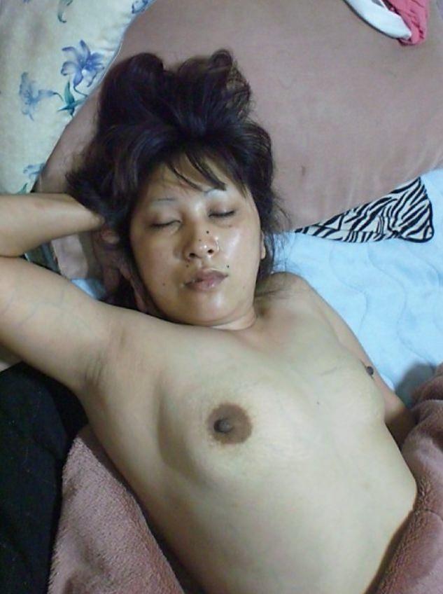 イキ過ぎてセックス直後に賢者で寝てる彼女のスケべヌードwwwおまんこおっぱい丸出しwww 0455