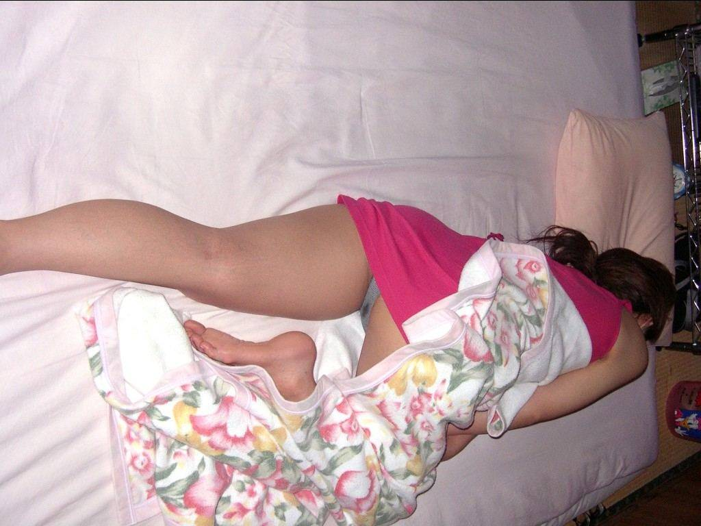 イキ過ぎてセックス直後に賢者で寝てる彼女のスケべヌードwwwおまんこおっぱい丸出しwww 0487