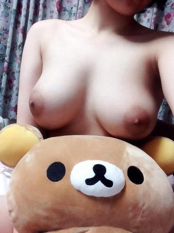 自宅で撮った素人娘の美巨乳ってなかなか貴重よな!!! 1019