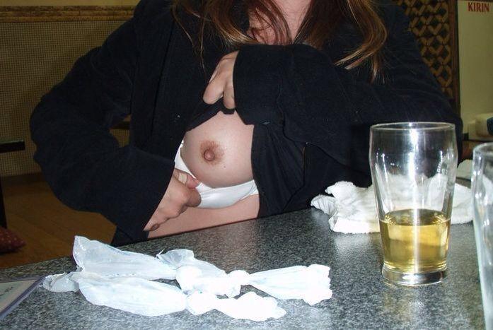 カラオケBOXでセックスやらフェラやら性行為してる素人カップルのエロ画像wwwwwwwwwwww 1207