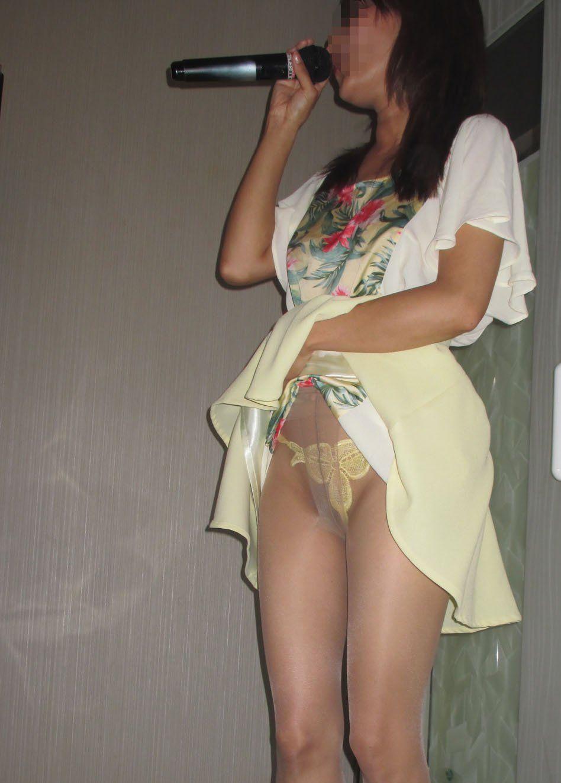 カラオケBOXでセックスやらフェラやら性行為してる素人カップルのエロ画像wwwwwwwwwwww 1232