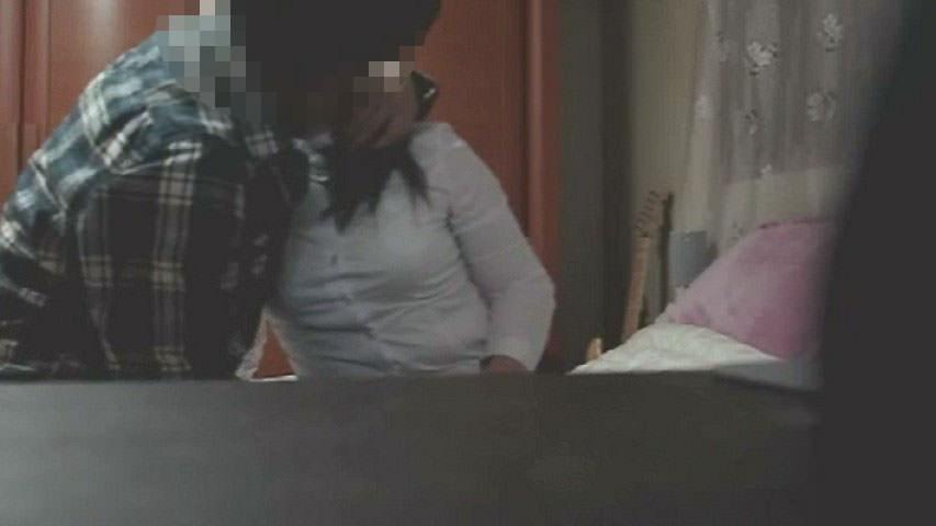 家に隠しカメラ設置したら、ワイの留守中に母ちゃんと親父とガチセックス!!キモすぎ!!!!! 1301