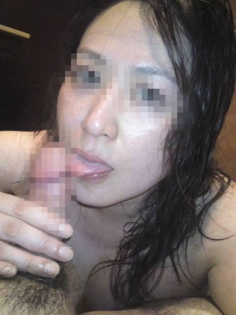 ワイの肉鉄砲の奥さんに頬張らせるwww熟女のねっちょりフェラチオ画像www 1358