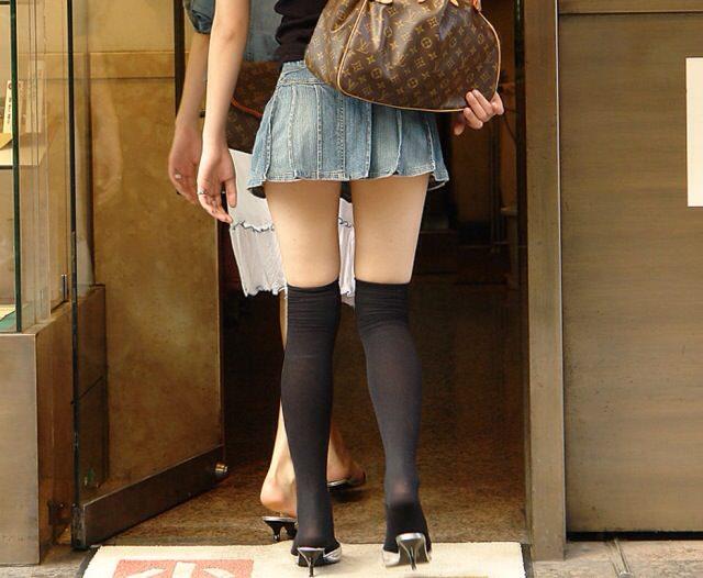 エッチな黒ニーソ履いたの女の子を街撮りしたエロ画像wwwww 1807