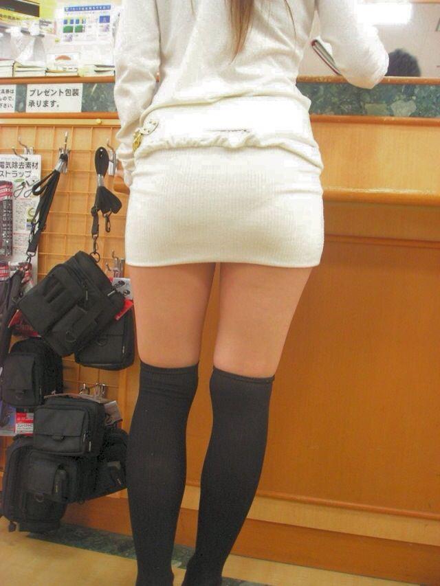 エッチな黒ニーソ履いたの女の子を街撮りしたエロ画像wwwww 1808