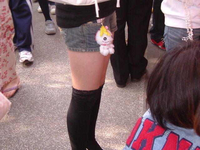 エッチな黒ニーソ履いたの女の子を街撮りしたエロ画像wwwww 1810