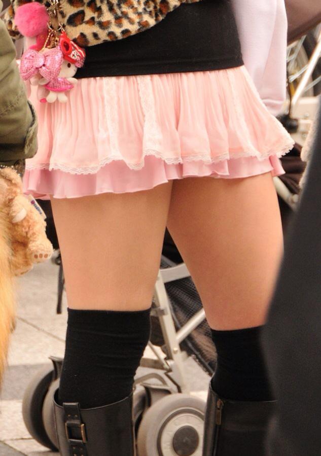 エッチな黒ニーソ履いたの女の子を街撮りしたエロ画像wwwww 1815