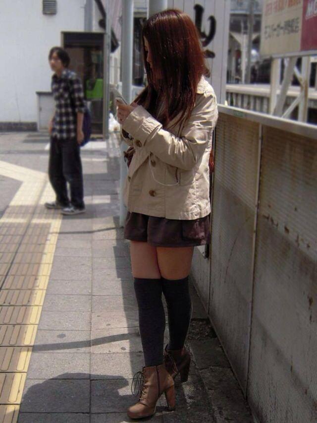 エッチな黒ニーソ履いたの女の子を街撮りしたエロ画像wwwww 1818