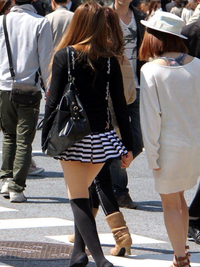 エッチな黒ニーソ履いたの女の子を街撮りしたエロ画像wwwww 1819