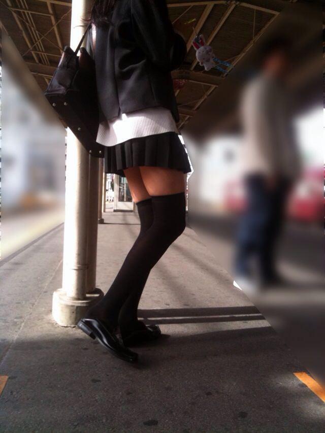 エッチな黒ニーソ履いたの女の子を街撮りしたエロ画像wwwww 1820