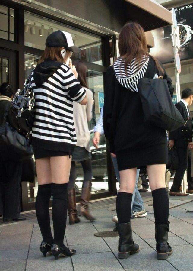 エッチな黒ニーソ履いたの女の子を街撮りしたエロ画像wwwww 1824