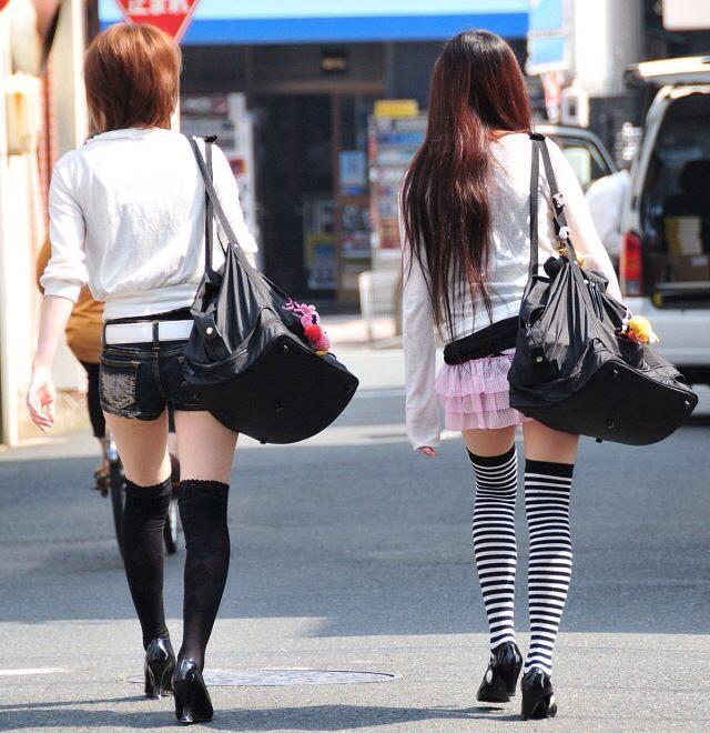 エッチな黒ニーソ履いたの女の子を街撮りしたエロ画像wwwww 1828