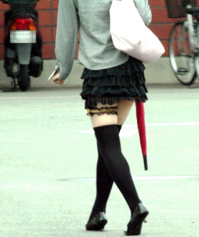 エッチな黒ニーソ履いたの女の子を街撮りしたエロ画像wwwww 1829
