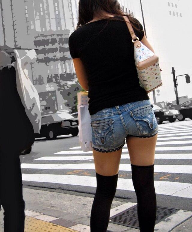 エッチな黒ニーソ履いたの女の子を街撮りしたエロ画像wwwww 1830