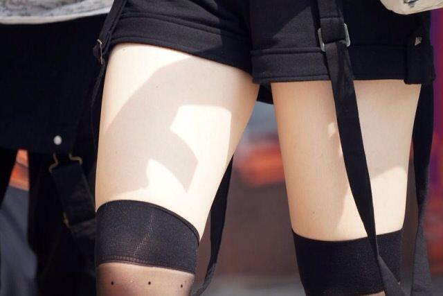 エッチな黒ニーソ履いたの女の子を街撮りしたエロ画像wwwww 1833