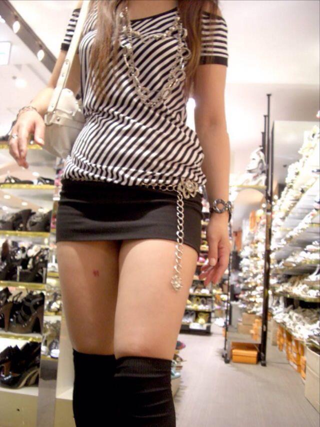 エッチな黒ニーソ履いたの女の子を街撮りしたエロ画像wwwww 1838