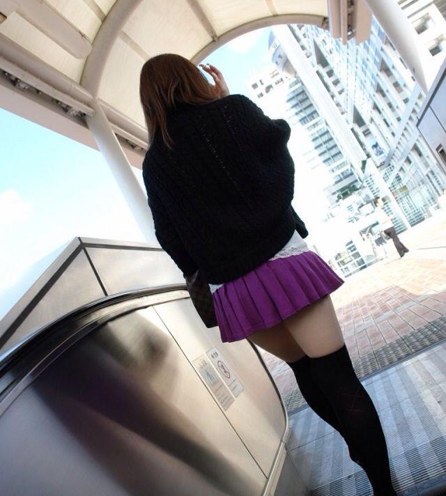 エッチな黒ニーソ履いたの女の子を街撮りしたエロ画像wwwww 1840