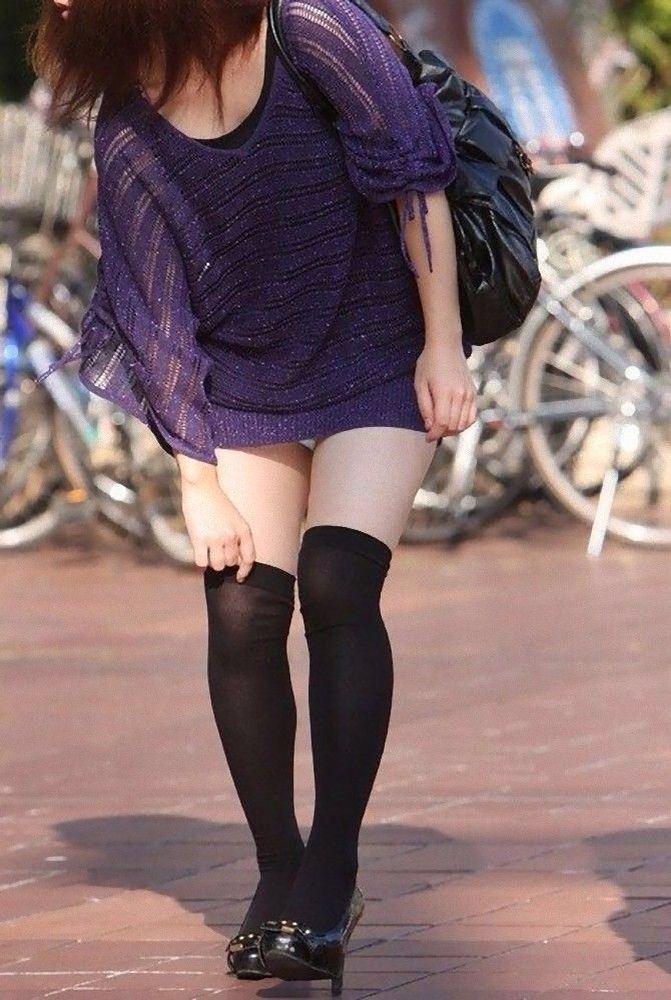 エッチな黒ニーソ履いたの女の子を街撮りしたエロ画像wwwww 1852