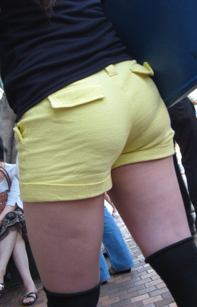 エッチな黒ニーソ履いたの女の子を街撮りしたエロ画像wwwww 1855