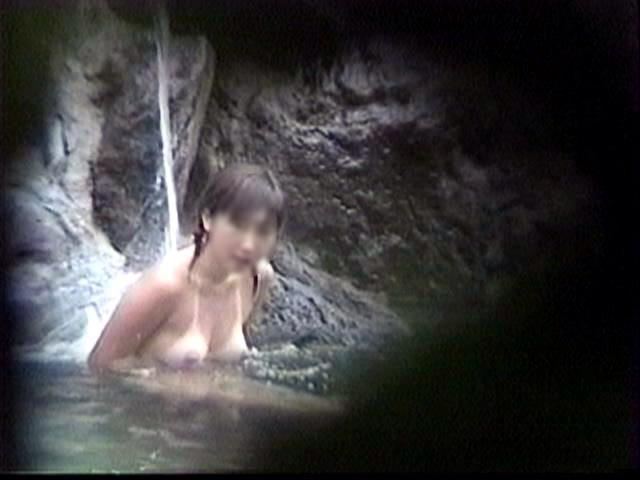 温泉でおっぱい丸出し素人娘をガチ盗撮!!!ぷりぷりの若いおっぱいがいっぱいだぁーwww 1946