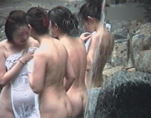 温泉でおっぱい丸出し素人娘をガチ盗撮!!!ぷりぷりの若いおっぱいがいっぱいだぁーwww 1947