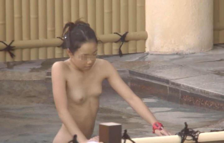 温泉でおっぱい丸出し素人娘をガチ盗撮!!!ぷりぷりの若いおっぱいがいっぱいだぁーwww 1958