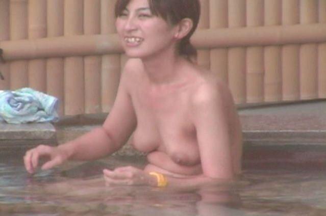 温泉でおっぱい丸出し素人娘をガチ盗撮!!!ぷりぷりの若いおっぱいがいっぱいだぁーwww 1961