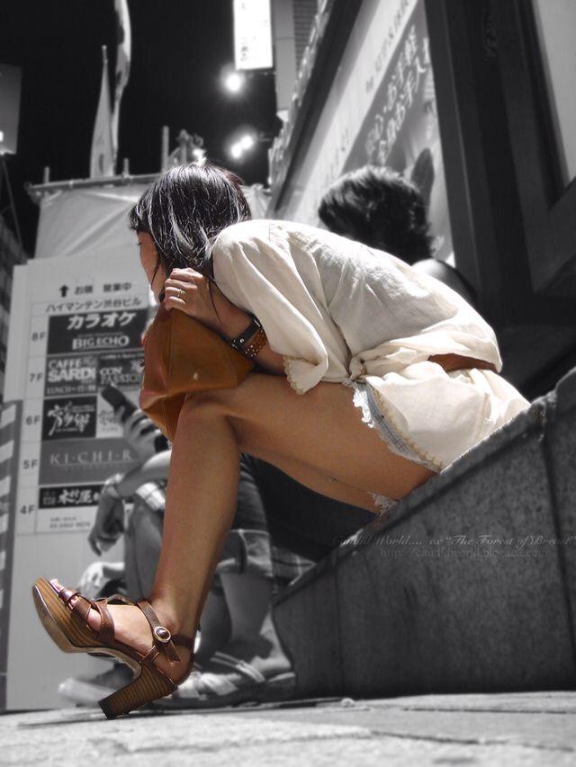 お姉さんのエッチな太ももに生ちんぽ挟んで射精したいwww街撮りエロ画像だぁーwww 2445