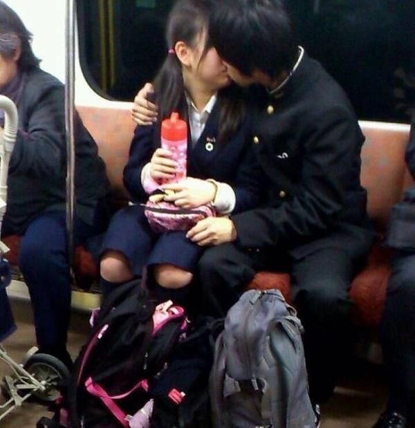 付き合いたてラブラブカップルのキス画像wwwwwww 2810