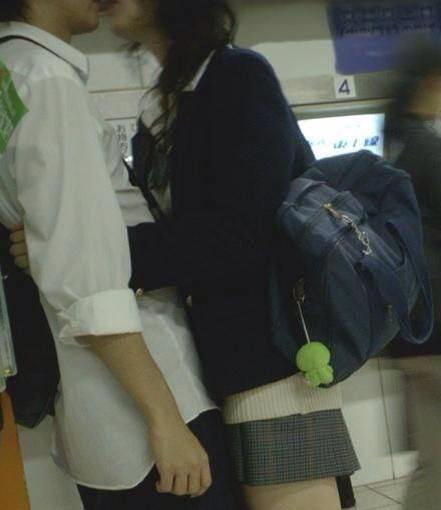 付き合いたてラブラブカップルのキス画像wwwwwww 2813
